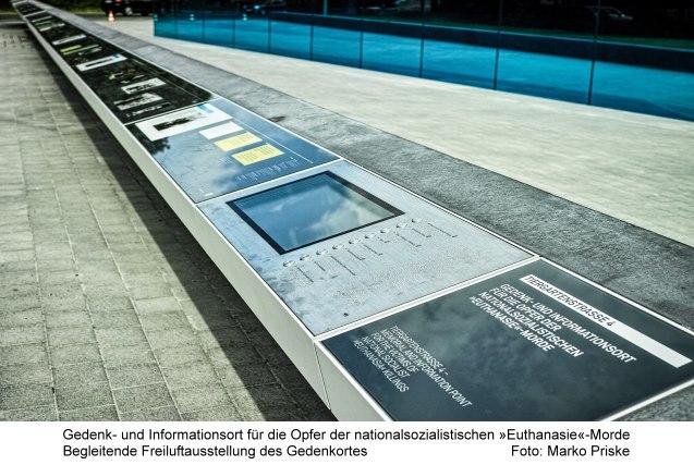Gedenk- und Informationsort für die Opfer der nationalsozialistischen »Euthanasie«-Morde Begleitende Freiluftausstellung des Gedenkortes Foto: Marko Priske